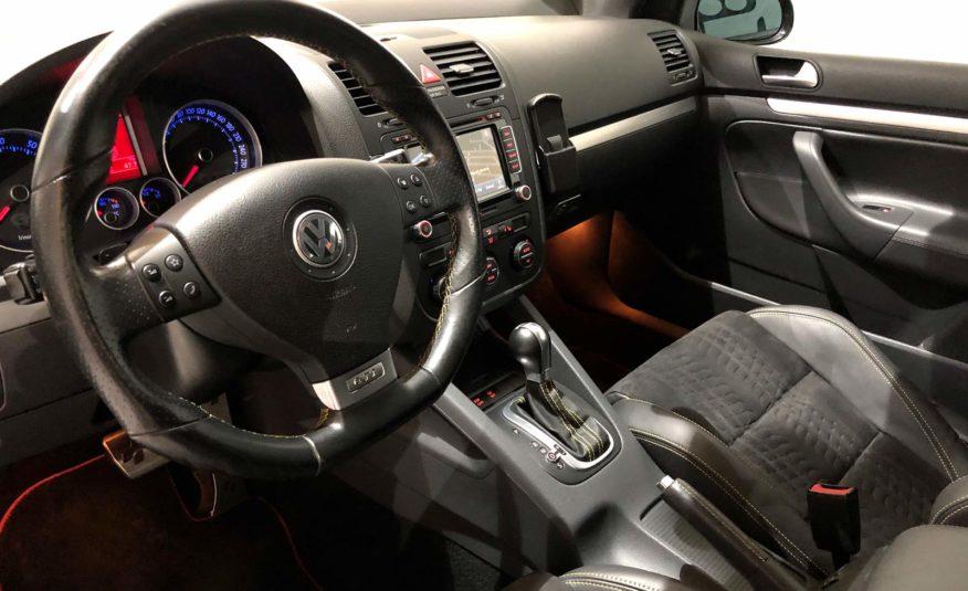 VW GOLF GTI PIRELLI